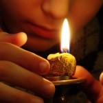 Тратака — концентрация на пламени свечи
