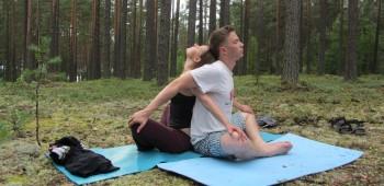 парная йога фото