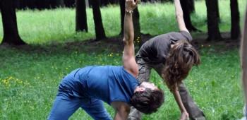 изображение йога для друзей