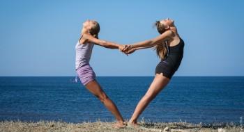 позы для йоги фото на двоих