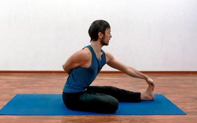 упражнения йоги для коленных суставов