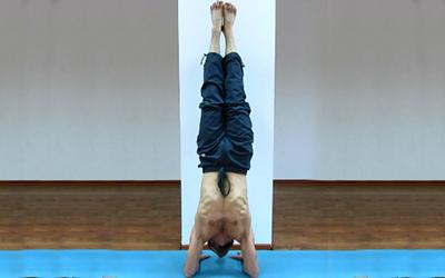 упражнения йоги для плечей