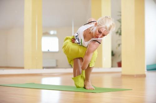 асаны йоги для ног