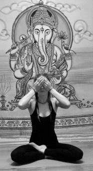 йога для зрения упражнения