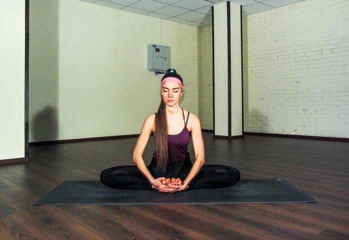 растяжка на поперечный шпагат йога
