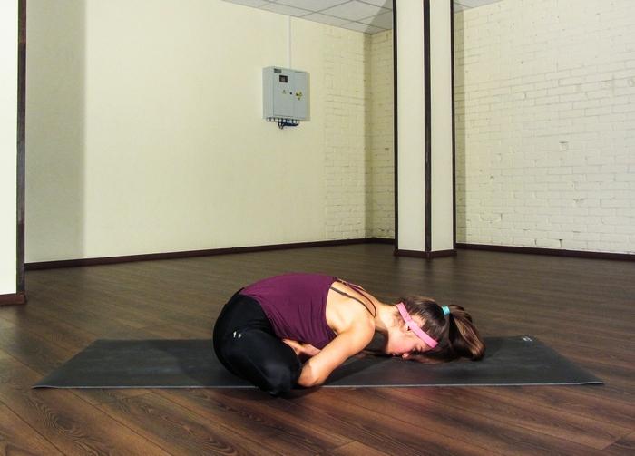 растяжка на поперечный шпагат в йоге