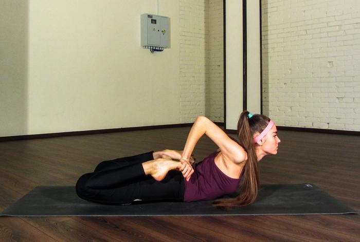 растяжка на шпагат йога