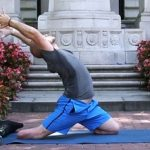Ветеран без ног Дэн Нэвинс преподаёт йогу